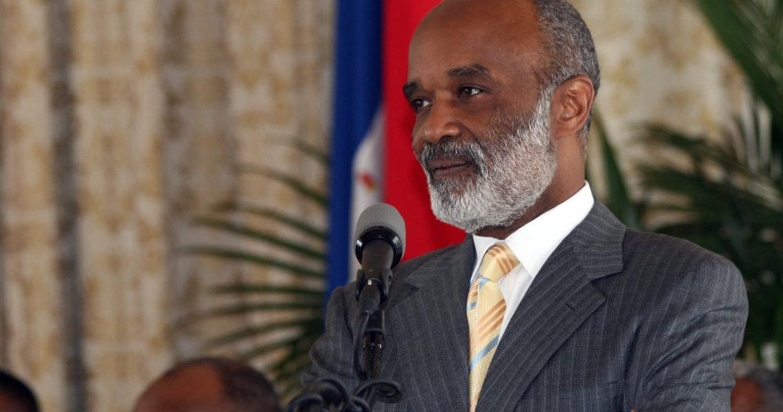 C'est avec une grande et vive émotion que le Ministère de la Communication a appris le décès de l'Ancien Président de la République, René Garcia Préval, ce vendredi 3 mars 2017 des suites d'un arrêt cardiaque. Né le 17 janvier 1943, René Garcia Préval a eu un parcours et une formation partagée en Haïti, la Belgique, l'Italie et les Etats-unis. Premier ministre en 1991 sous la Présidence de M. Jean-Bertrand Aristide, René Préval a été élu à deux reprises président de la République et a bouclé ses mandats constitutionnels respectifs de 1996-2001 et 2006-2011. Par sa disparition, Haïti vient de perdre une grande figure dans la vie politique nationale, un homme simple, modeste, qui, durant ses deux mandats a su marquer la Présidence Haïtienne. Au nom du Gouvernement, le Ministère de la Culture et de la Communication s'incline devant le départ de ce Grand Homme et transmet ses sympathies à sa famille, ses proches et amis, à ces anciens collaborateurs, camarades de combat et tout ceux qui sont affligés par cette perte. ***